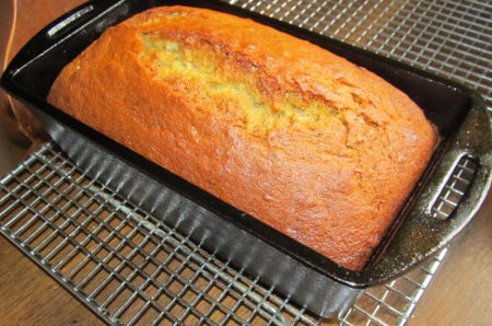 banana loaf in pan